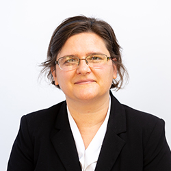 Faculty Headshot of Dr. Lisa Crow